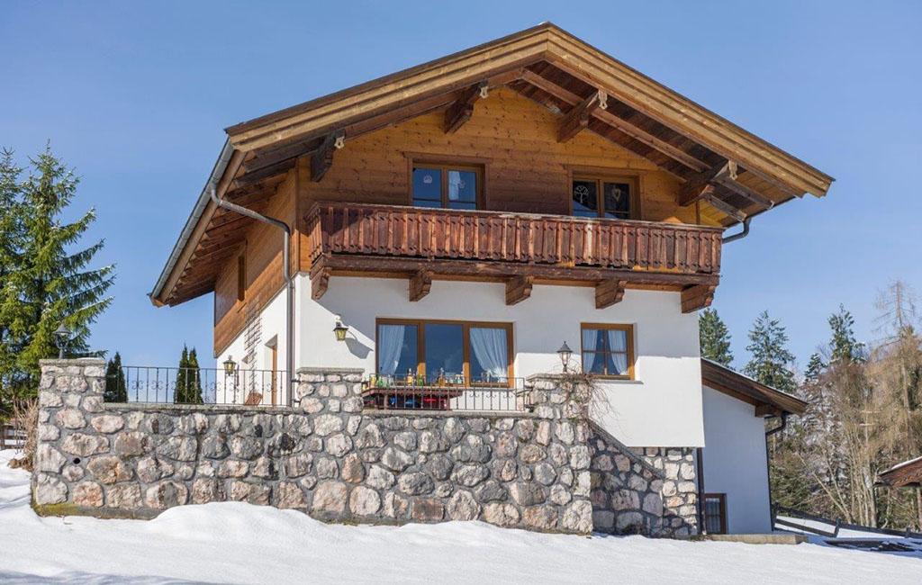 alpengasthof-schneeberg-chalet-chalet-ansicht-im-winter