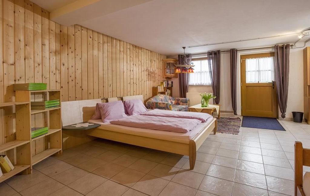 alpengasthof-schneeberg-chalet-chalet-haupthaus-schlafzimmer-untergeschoss-ans.