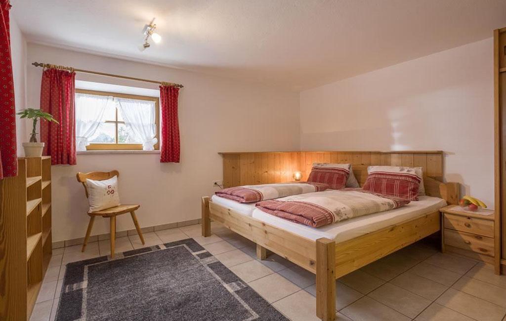alpengasthof-schneeberg-chalet-chalet-haupthaus-schlafzimmer-untergeschoss